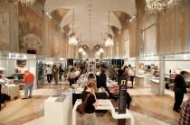 L'interno di Palazzo Re Enzo a Bologna durante l'ultima edizione di Artelibro.