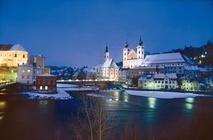 Una veduta invernale di Steyr alla confluenza dei fiumi Enns e Steyr.