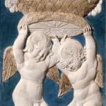 Agostino di Duccio, Putti con cesto di fiori