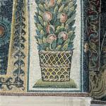 Canestro con festone di foglie e frutti