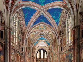 L'interno della Basilica Superiore