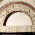 Porta della pescheria, Archivolto con scene del ciclo arturiano e architrave