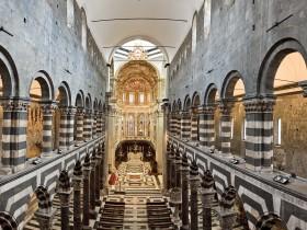 La Cattedrale di San Lorenzo a Genova, la navata centrale dalla tribuna